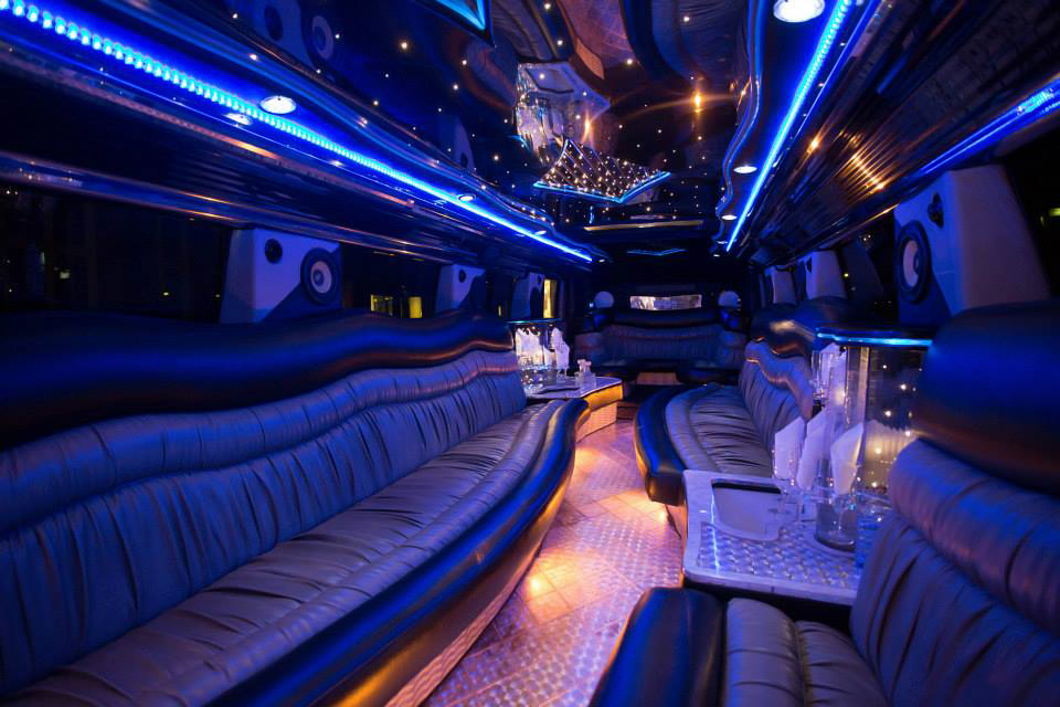 hummer h2 stretchlimousine weiss in hamburg mieten. Black Bedroom Furniture Sets. Home Design Ideas