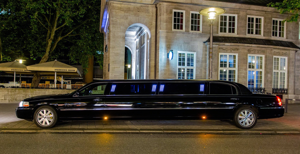 lincoln town car stretchlimo in hamburg mieten. Black Bedroom Furniture Sets. Home Design Ideas