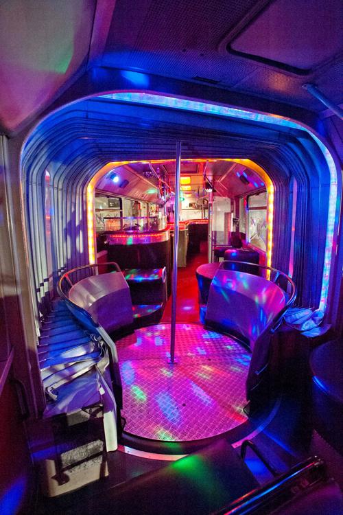 riesen xxl partybus in m nchen mieten. Black Bedroom Furniture Sets. Home Design Ideas