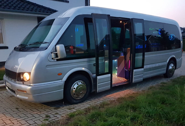 Party Shuttle Bus in Berlin mieten, bis 15 Passagiere - Limostrip.com