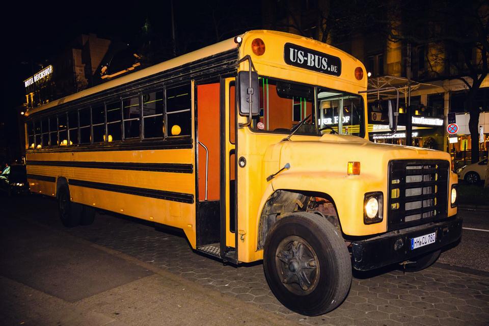 us school bus xxl partybus in hamburg mieten. Black Bedroom Furniture Sets. Home Design Ideas
